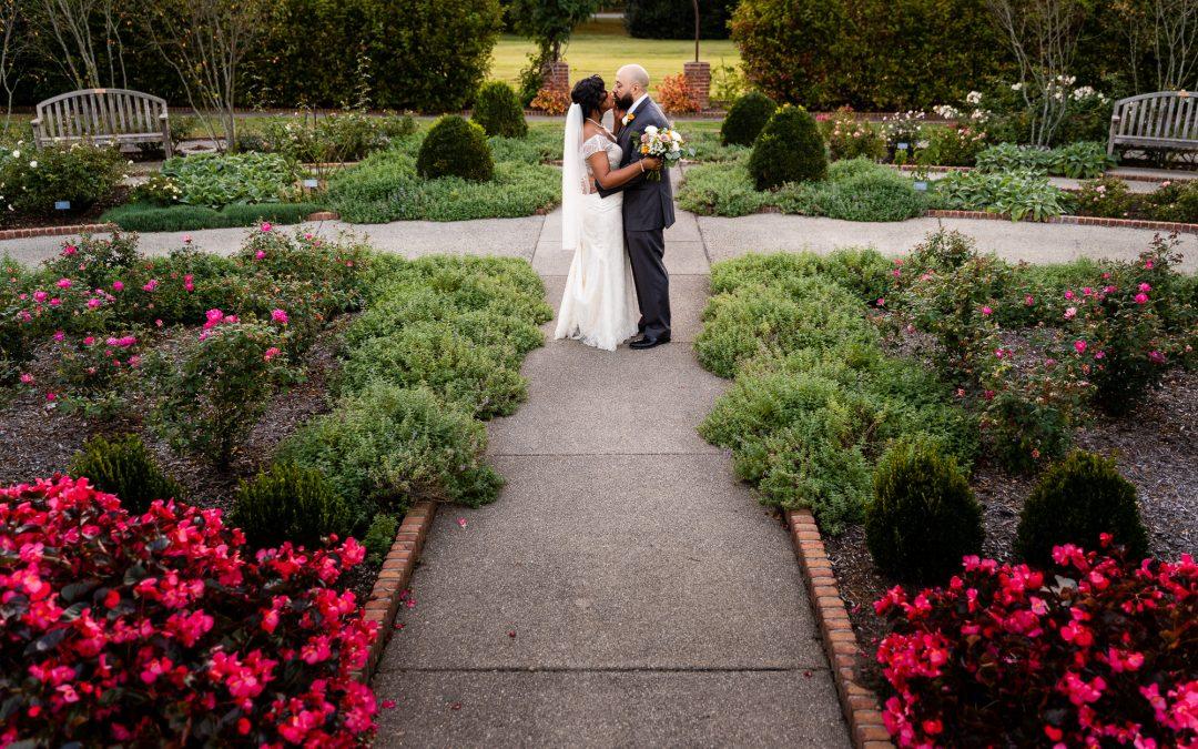 Ashlee and Eddie : A Memphis Botanic Gardens Wedding by Savannah and Philip